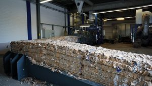 Smurfit Kappa in Neuburg needed a reliable baling press for the disposal of larger volumes of cutting waste (Photo: HSM)