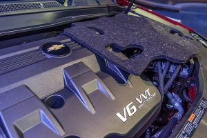The Chevrolet Equinox V6 engine cover, set on top of the engine as a demonstration, includes water bottles collected from five GM facilities (Photo: Santa Fabio for General Motors)